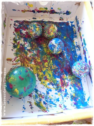 Peindre dans une bo te une activit peinture pour b b propre la cour des petits for Peindre sur du plastique