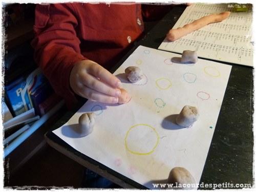 Activite Montessori pate a modeler