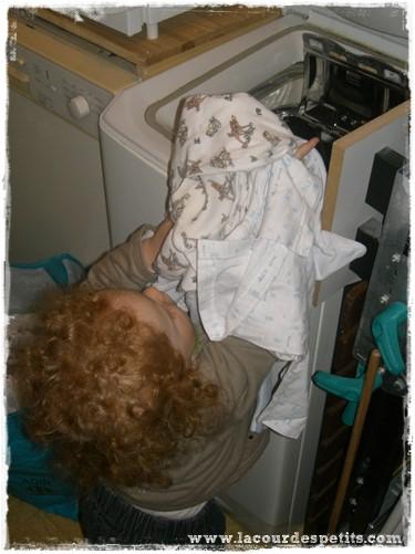 Bébé et machine à laver