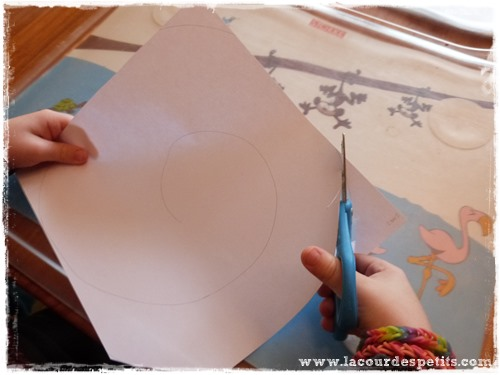 Bricolage halloween fantome papier decoupe