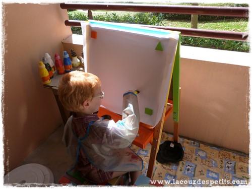 Peinture enfant sans pinceaux chevalet