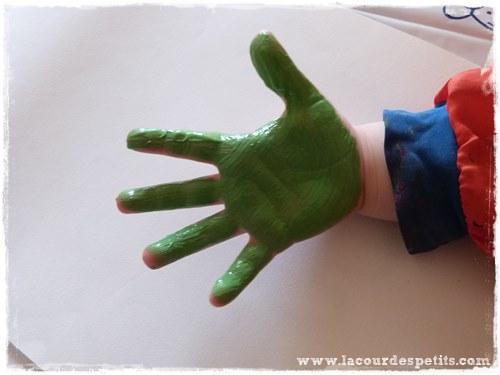 peinture doigt main verte