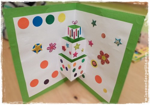 Une carte d 39 anniversaire faite maison version pop up la cour des petits - Maison pop up enfant ...