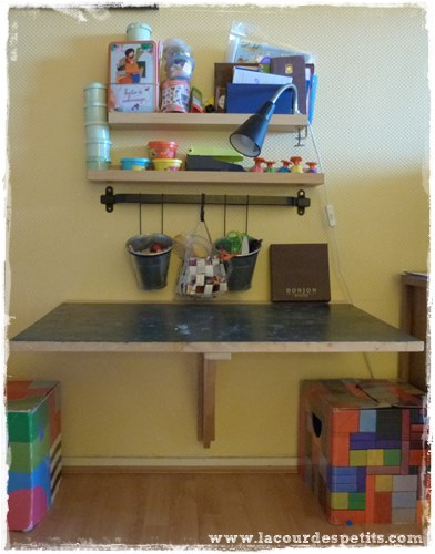 Diy le bureau enfant gain de place 2 en 1 la cour des petits - Fabriquer bureau enfant ...