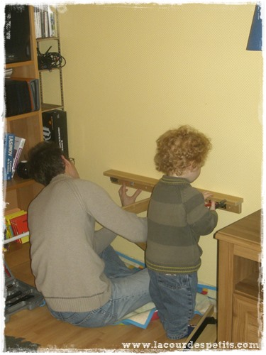 diy le bureau enfant gain de place 2 en 1 la cour des petits. Black Bedroom Furniture Sets. Home Design Ideas