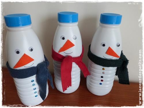 Bricolage bonhomme de neige en recyclant des bouteilles de lait La