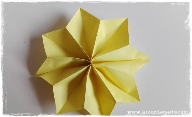 fleur papier jaune