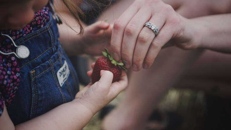 enfant fraise